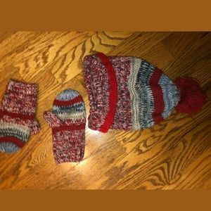 Gap scarve and mittens. S/M